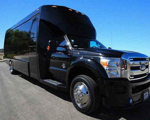 Executive Limo Bus is larger groups. 20 passenger Limo Bus is perfect for larger groups.