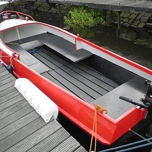 Motorboot: voor max. 5 personen en vanaf €55 te huur bij Bootverhuur Drimmelen.