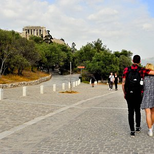 A stroll next to the Acropolis is the right way to start exploring Athens!