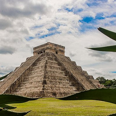 CHICHEN ITZA CASTILLO VIEW