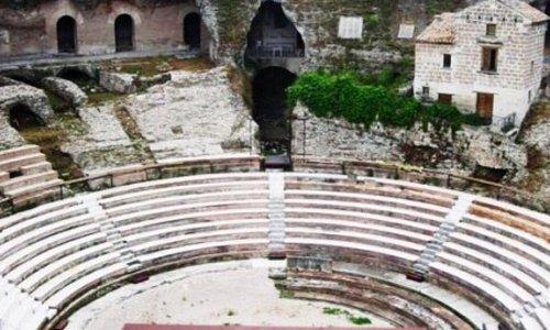 Anfiteatro Di Teano