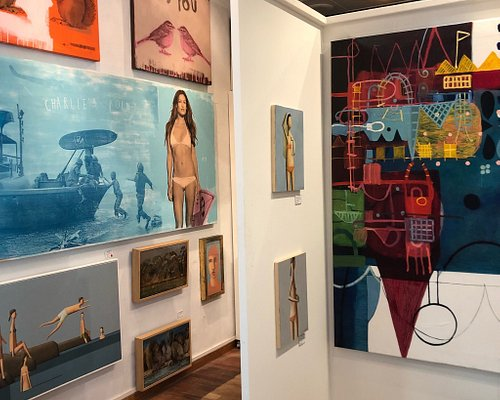 Great gallery in the heart of Byron Bay