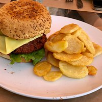 Vegan Cheese Burger with chips
