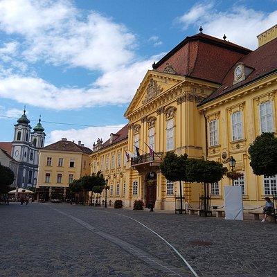 Varoshaz Square