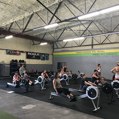 Crossfit intrinsic is a family friendly amazing CrossFit gym, the best in Fayetteville.