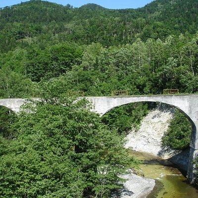 大きなアーチ橋