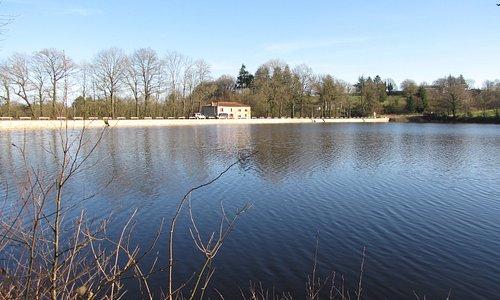 La location du Moulin de l'Aujardière, vu du fond des passerelles