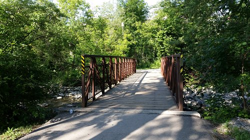 Mississauga Valley Park pedestrian bridge