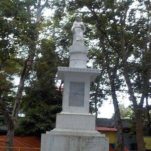 la statua nel parco