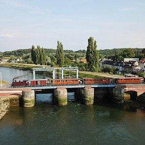 Photo P. Lovell / Sur le pont - écluse de St valery