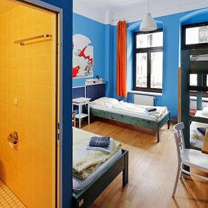 Vierbettzimmer mit Dusche / 4-bed room ensuite
