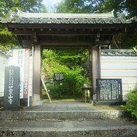 お寺さんの入り口は普通