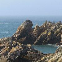 Isola esposta alle onde impetuose dell'atlantico