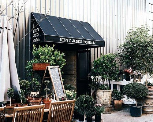 Dirty Janes Entrance Via Green Lane
