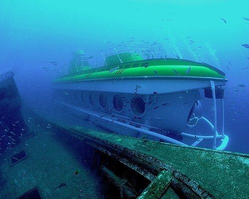 Submarine passing wreck at 25 meters