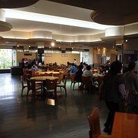 レストラン内部。知らないうちに報告したのと異なる名称の北近江食堂なんて命名されてしまった・・・