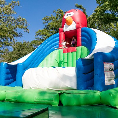 le grand saut gonflable géant PARCOFOLIES LA BAULE