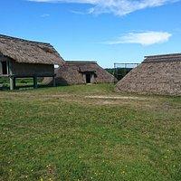 竪穴式住居などが並んでいます。