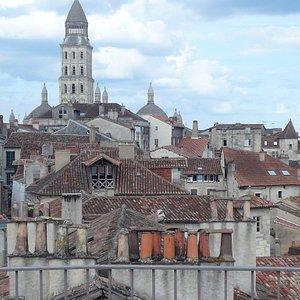 Vue sur les toits de périgueux depuis le sommet de la Tour