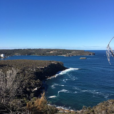 VIEW FROM THE SCENIC WALK TO THE GROTTO POINT LIGHTHOUSE
