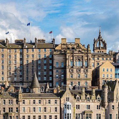A view of the stunning Old Town. Discover it with our Free Edinburgh Tour!