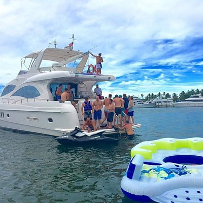 13 Guests on board Miami Luxury Yacht Charters
