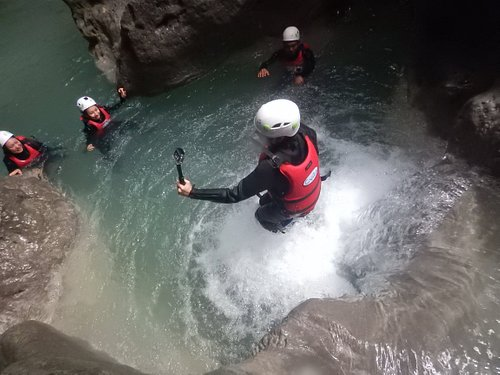 Kawasan Canyoneering: Bring your own camera. But we also make pictures of you anyway. Free downl