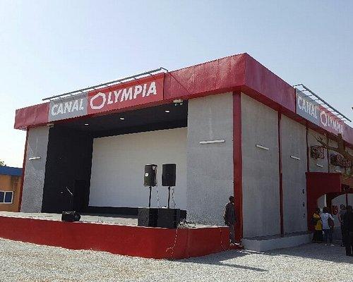 Scène extérieure CanalOlympia Hippodrome