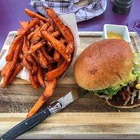 Pulled-Beef-Burger im Neni Pfingstweidstrasse
