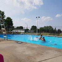 Redcliff Aquatic Center