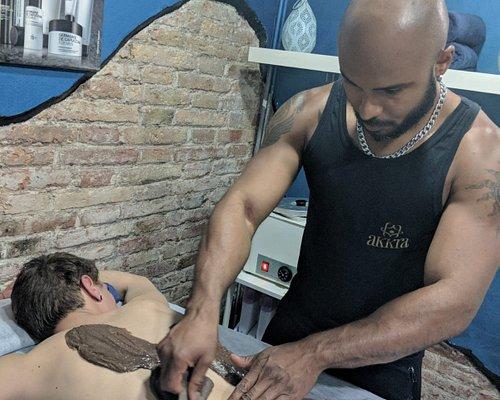 Akkra - Centro masajes y cuidados para el hombre en Barcelona