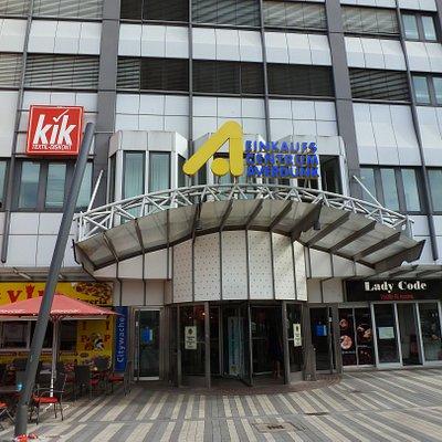 Aus und Eingang Königsstraße.