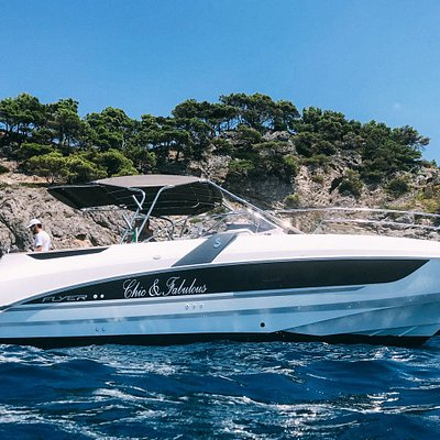 CF Lilan, with a professional skipper will accompany you to discover unique places.