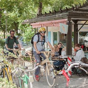Unterwegs in Kreuzberg mit URBAN BIKE TOURS entlang am Paul Linke Ufer.