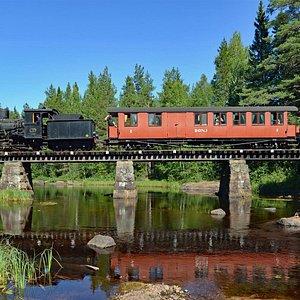 Tåg draget av Mallétlok no. 12 på väg över jädraån