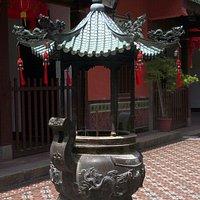 dragon urn