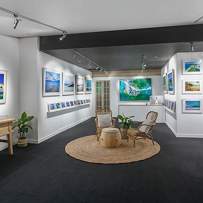 Paul Smith Images Gallery. A new modern gallery in the heart of Noosa Junction, featuring stunni