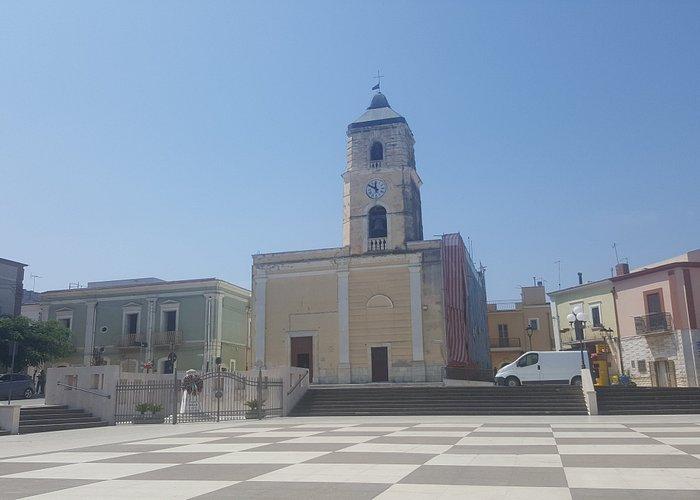 Chiesa di Poggio Impeiale e piazza centrale