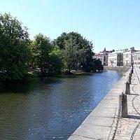 Kanalen langs parken.