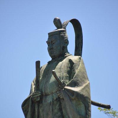 堂々たる井伊掃部頭直弼の銅像