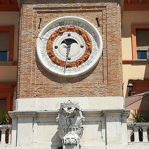 """Часы с """"вечным астрологическим календарём"""" (1750 год)"""