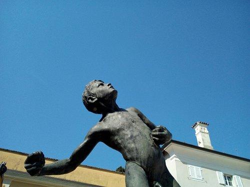 Statua del Lanciasassi