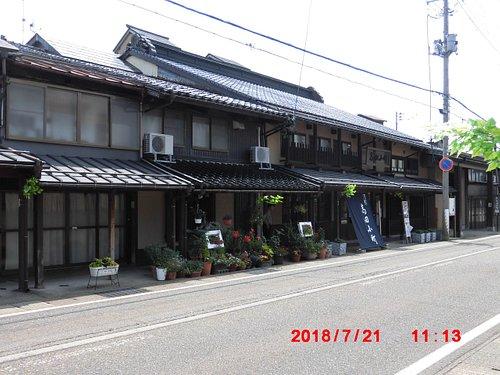 本町通りに面して立つ町屋交流館高田小町