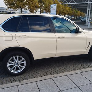 BMW X 5 auf Munich Airport TaxiCOM