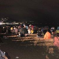 Esperando el Festival Pirotécnico