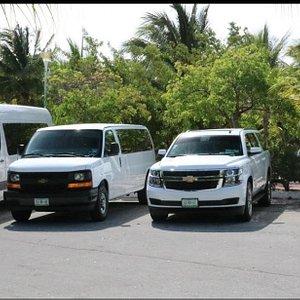 Transportación privada, Aeropuerto, Zona Arqueológicas, Playas y Hoteles.