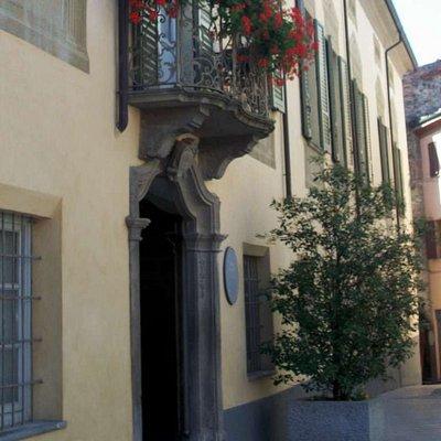 Ingresso del Palazzo Vescovile accanto alla Cattedrale