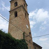 La torre medievale ed uno dei simboli della comunità locale
