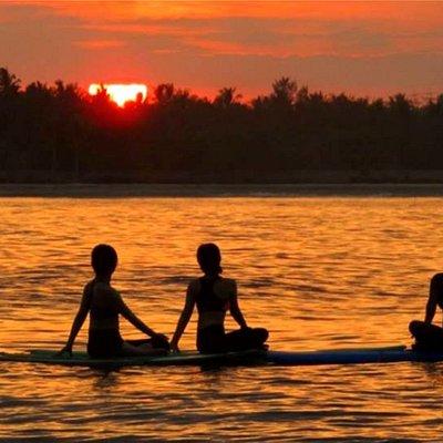 Sunrise SUP Yoga at gili Trawangan - Lombok Indonesia