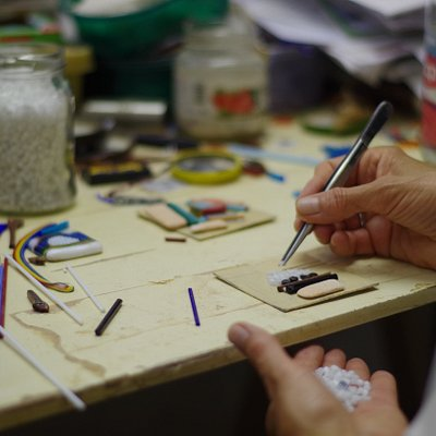 The glass artist, Vianello Nadia working in one piece/murrina.